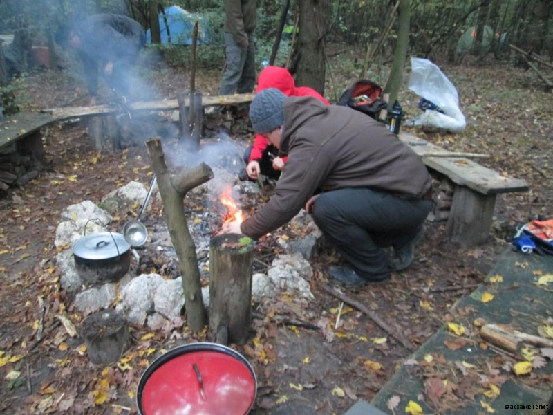 primitives Kochen am Feuer